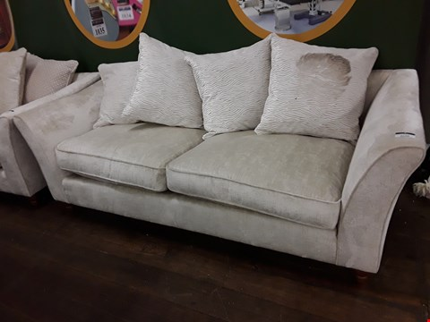 Lot 2129 QUALITY BRITISH DESIGNER AVALON NATURAL FABRIC THREE SEATER SOFA WITH SCATTER CUSHIONS