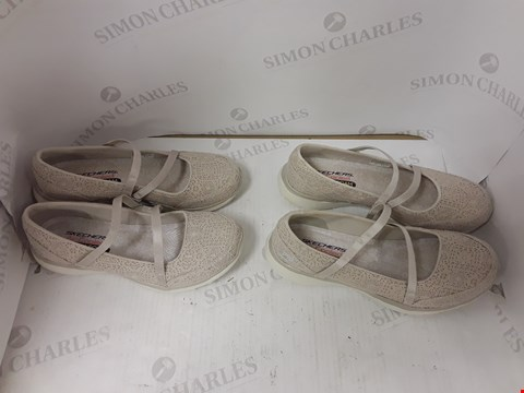Lot 905 LOT OF 2 ASSORTED PAIRS OF SKETCHERS SLIP ON SHOES SIZES 6 AND 7