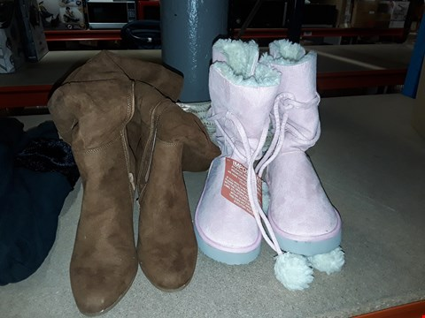 Lot 1484 BOX OF APPROXIMATELY 18 ASSORTED ITEMS TO INCLUDE PINK ANIMAL FAUX FUR LINED BOOTS, NIKE TRAINERS, SUPERDRY JEANS AND RIVER ISLAND FAUX FUR LINED COAT ECT