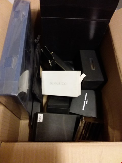 Lot 12846 BOX OF ASSORTED DESIGNER GIFT SETS TO INCLUDE CUFFLINKS, BOTTLE OPENER, MAGNIFYING GLASSES ETC