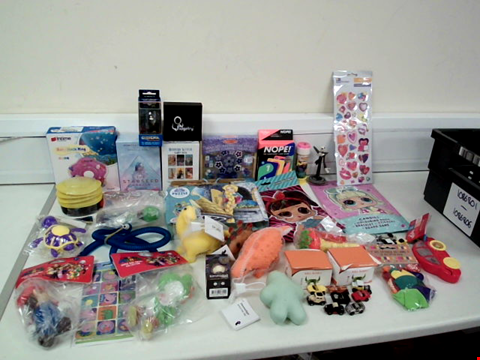 Lot 8035 LOT OF APPROXIMATELY 30 ASSORTED TOYS TO INCLUDE NOPE! THE KNOCKOUT CARD GAME, SUPER MARIO SUPER SIZE FIGURE COLLECTION AND GO-TCHA EVOLVE SMARTWATCH