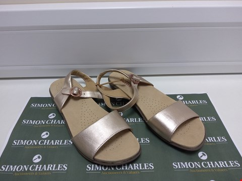 Lot 3044 PAIR OF HOTTER SIZE 5.5 OPEN SHOES