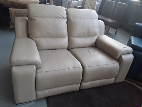 Lot 57 QUALITY ITALIAN DESIGNER CREAM LEATHER VIBO TWO SEATER POWER RECLINING SOFA