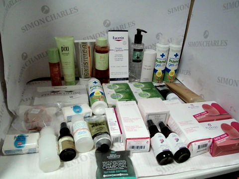 Lot 11083 LOT OF ASSORTED HEALTH & BEAUTY PRODUCTS TO INCLUDE: DETTOL ORIGINAL ANTIBACTERIAL HAND SOAP, WELLFORM ANTIBACTERIAL HAND GEL, ASSORTED BATHROOM & COSMETICS PRODUCTS