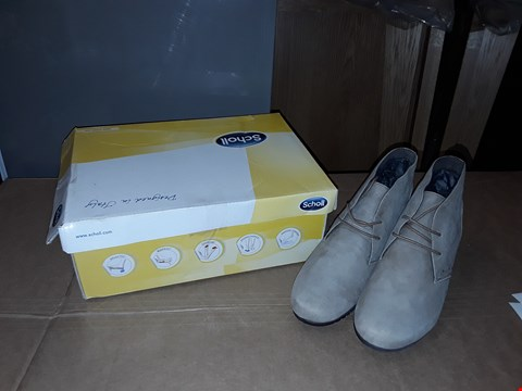 Lot 9 BOXED SCHOLL LORELIE SUEDE BEIGE COLOURED MEMORY CUSHION SIZE 6.5 UK / 40 EUR SHOES