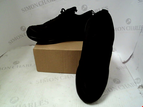 Lot 53 BOXED PAIR OF BLACK TRAINERS IN THE STYLE OF NIKE - UK SIZE 7