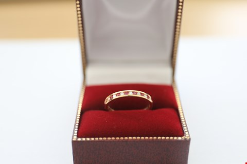 Lot 1 18CT YELLOW GOLD HALF ETERNITY RING SET WITH ALTERNATING DIAMONDS AND RUBIES. TOTAL WEIGHT +-0.30CT
