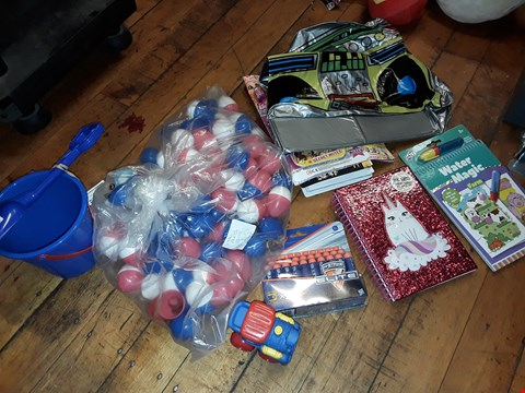 Lot 2111 A BOX OF APPROXIMATELY 18 ASSORTED ITEMS TO INCLUDE WATER MAGIC FARM COLOURING BOOK , NERF ELITE DARTS AND INFLATABLE GHETTO BLASTER ETC