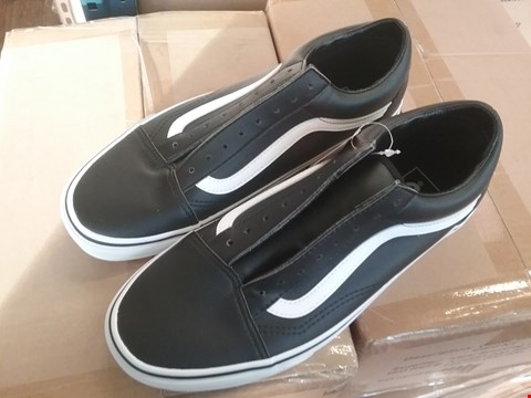 Lot 6814 GRADE 1 VANS OLD SKOOL LEATHER TRAINERS - BLACK/WHITE SIZE 8 RRP £37