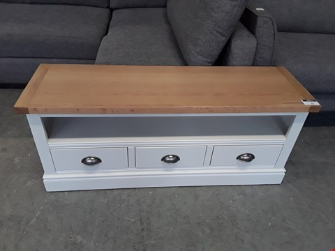 Lot 22 DESIGNER PAINTED WOOD AND OAK EFFECT MEDIA UNIT WITH 3 DRAWERS