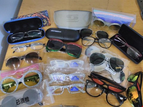 Lot 1585 LOT OF APPROXIMATELY 30 X PAIRS OF ASSORTED GLASSES TO INCLUDE MEMORYEE, SUNWISE AND SKINNY DIP GLASSES