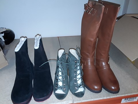 Lot 23 BOX OF APPROXIMATELY 11 ASSORTED FOOTWEAR ITEMS TO INCLUDE JOLEEN BUCKLE CALF BOOTS SIZE 7, LOST INK HEELED ANKLE BOOTS SIZE 5, SOREL GLACY BOOTS SIZE 7