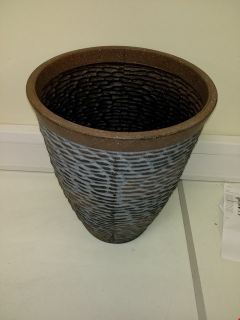 Lot 9201 BOXED PREMIUM STONE EFFECT PLANTER APPROXIMATELY 47CM TALL 37CM DIAMETER RRP £26.00