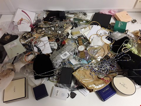 Lot 1174 BOX OF APPROXIMATELY 95 ASSORTED ITEMS OF COSTUME JEWELLERY TO INCLUDE NECKLACES, WATCHES, BRACELETS ETC