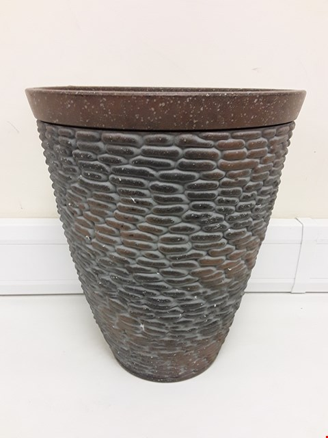 Lot 9409 BOXED PREMIUM STONE EFFECT PLANTER RRP £26.00
