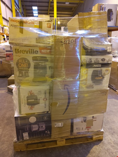 Lot 1018 PALLET OF ASSORTED ITEMS TO INCLUDE: