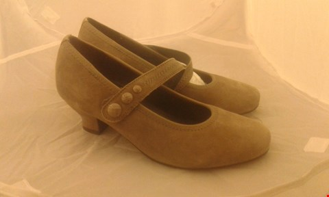 Lot 2069 PAIR OF HOTTER CHARMAINE SIZE 5