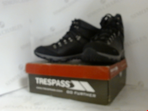 Lot 16026 BOXED PAIR OF DESIGNER TRESSPASS HIKING BOOTS  - UK SIZE 10