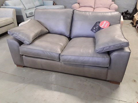 Lot 372 QUALITY BRITISH DESIGNER JOSIE 2.5 SEATER SOFA UPHOLSTERED IN CLASSIC LEATHER ASH RRP £2049