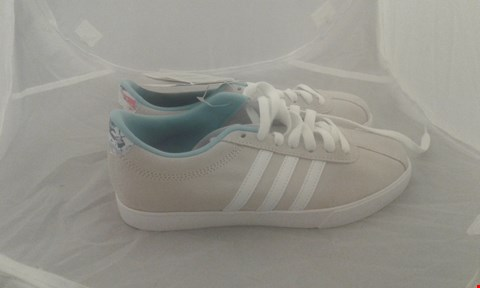 Lot 2051 PAIR OF ADIDAS COURTSET SIZE 4.5