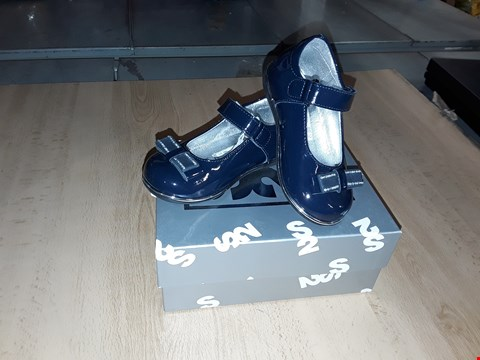 Lot 12415 BOXED STEP2WO KYLIE DARK BLUE GLOSSY LEATHER WITH BOW DETAIL UK SIZE 4.5 JUNIOR