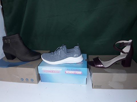 Lot 1300 LOT OF APPROXIMATELY 11 PAIRS OF ASSORTED SHOES TO INCLUDE SKETCHERS, CLARKS