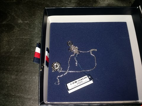 Lot 2094 CLASSIC SILVER PLATED CUBIC ZIRCONIA PENDANT LADIES NECKLACE RRP £130.00