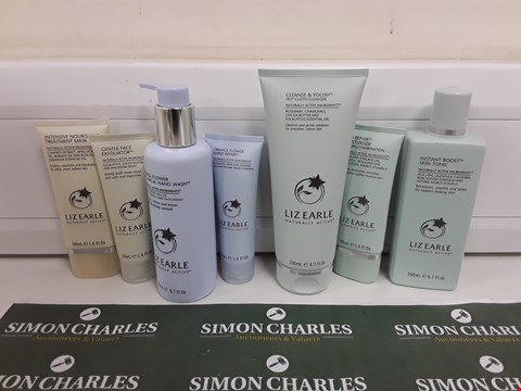 Lot 625 BOXED LIZ EARLE HAND, FACE AND SKIN BEAUTY SET