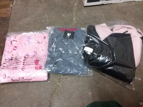 Lot 876 BOX OF APPROXIMATELY 16 ASSORTED ITEMS OF CLOTHING TO INCLUDE PINK PRINT DRESS SIZE 18, GREY MARL POLO SHIRT SIZE XS, BLACK/PINK STUDIO JACKET SIZE 12 ETC