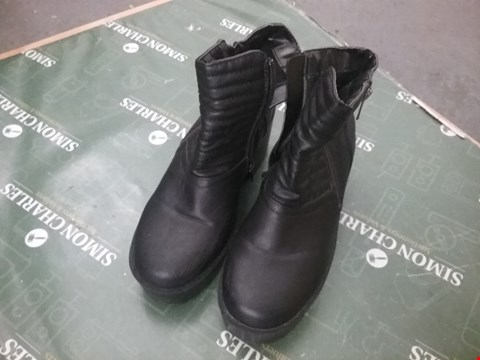 Lot 12271 PAIR OF BLACK LEATHER ANKLE BOOTS  - SIZE UNSPECIFIED