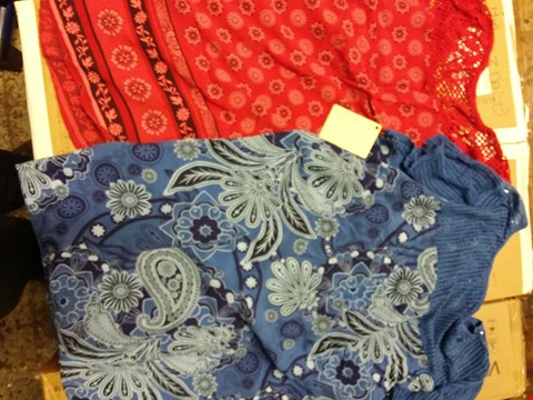Lot 2612 BOX OF APPROXIMATELY 14 ASSORTED ITEMS OF CLOTHING TO INCLUDE MAYSA BORDER PRINT DRESS, SLEEVELESS PRINT TOP