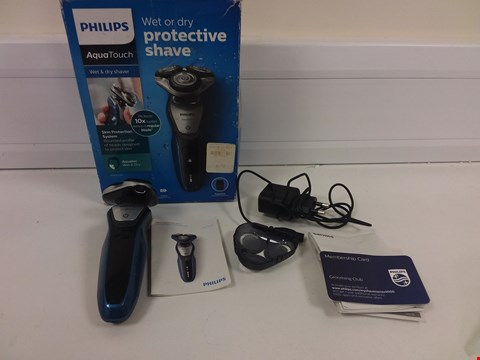 Lot 6187 BOXED PHILIPS AQUATOUCH WET & DRY SHAVER