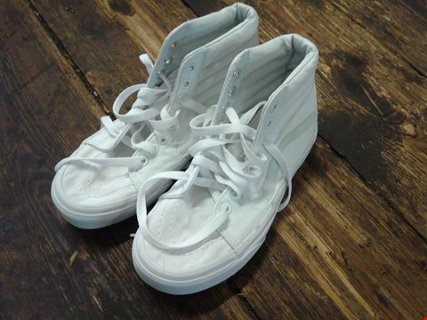 Lot 6910 BOX OF A PAIR OF VANS SK8-HI WHITE ON WHITE SHOES SIZE 3 RRP £80