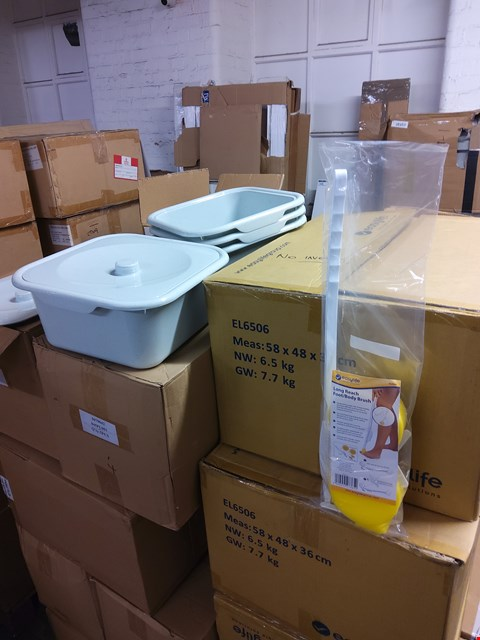 Lot 2006 PALLET OF ASSORTED ITEMS TO INCLUDE: 3 BOXES OF EASYLIFE LONG REACH FOOT/BODY BRUSHES AND PLASTIC TUBS