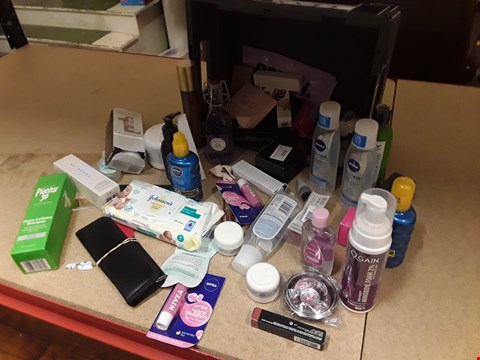 Lot 9001 TRAY OF APPROXIMATELY 52 ITEMS OF ASSORTED COSMETICS, INCLUDING, NIVEA SUN CREAM, NIVEA MAKE UP REMOVER, JOHNSONS WIPES, PLANTUR 39 SHAMPOO, BABY OIL,  (TRAY NOT INCLUDED)