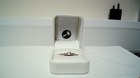 Lot 19 18CT GOLD RING SET WITH A PRINCESS CUT DIAMOND  RRP £1125.00