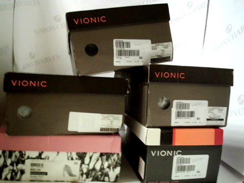 Lot 3091 LOT OF APPROXIMATELY 5 ASSORTED PAIRS OF FOOTWEAR TO INCLUDE; VIONIC AND MODA IN PELLE