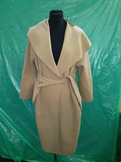 Lot 4102 MODA MADE IN ITALY CAMEL KATE BELTED SHAWL COLLAR COAT