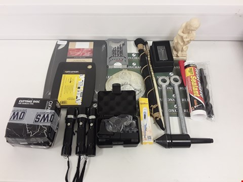 Lot 8070 LOT OF ASSORTED HOUSEHOLD ITEMS TO INCLUDE CHOPPING BOARDS, ORNAMENTS, RIFLE SIGHT, TORCHES