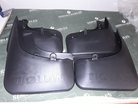 Lot 5101 SET OF MUD FLAPS FOR TIGUAN