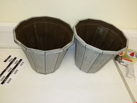 Lot 9204 PAIR OF CALLISTA ROUND PLANTER 12 INCHES VINTAGE RUST EFFECT RRP £19.00