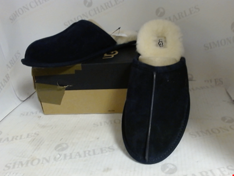 Lot 16052 BOXED PAIR OF DESIGNER UGG SLIPPERS - UK SIZE 11