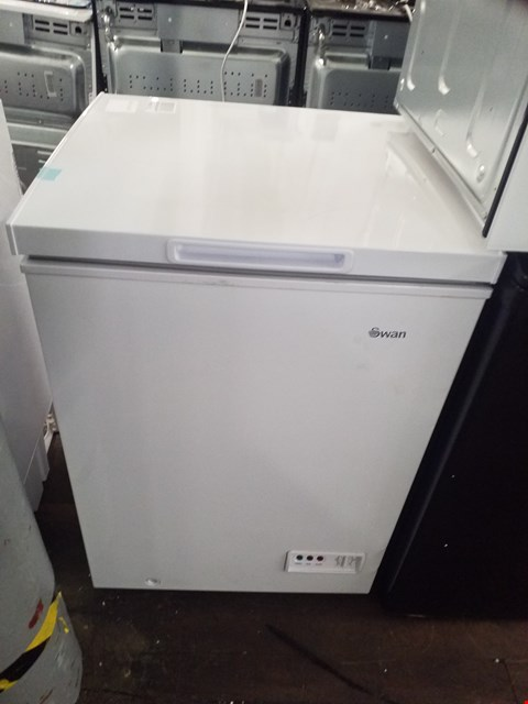 Lot 8577 SWAN SR4150W WHITE 95 LITRE CHEST FREEZER RRP £129.00