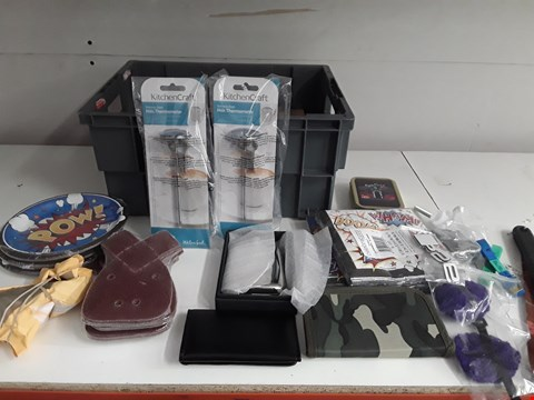 Lot 161 BOX OF APPROXIMATELY 32 ASSORTED ITEMS TO INCLUDE SANDING DISCS, WALLETS, ECO EGGS ETC