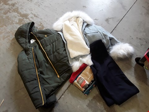 Lot 148 CAGE OF ASSORTED CLOTHING ITEMS TO INCLUDE: TRAVEL WELL COAT, FEMME LUXE JACKET, CHRISTMAS JUMPER, TRACKSUIT BOTTOMS ETC