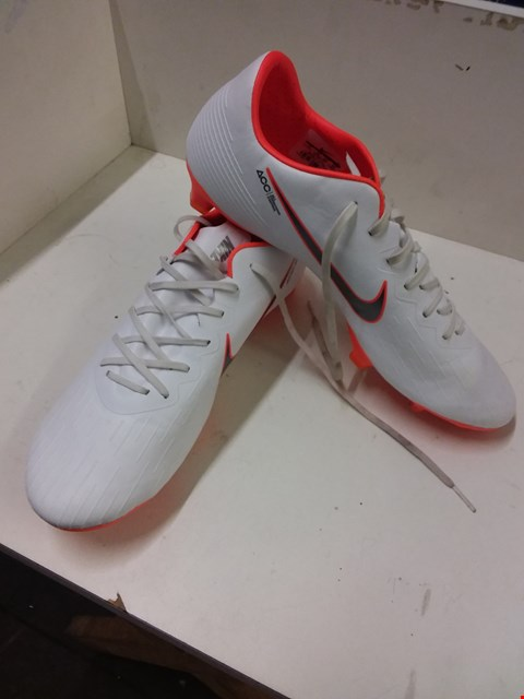Lot 9033 NIKE MERCURIAL FOOTBALL BOOTS - WHITE/ORANGE SIZE 10