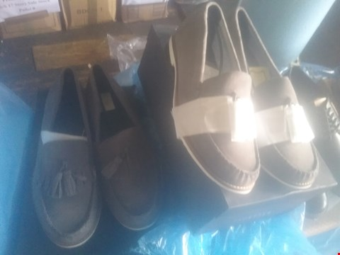 Lot 7057 BAG OF APPROXIMATELY 10 ASSORTED ITEMS OF FOOTWEAR TO INCLUDE SUEDE TASS GREY LOAFERS