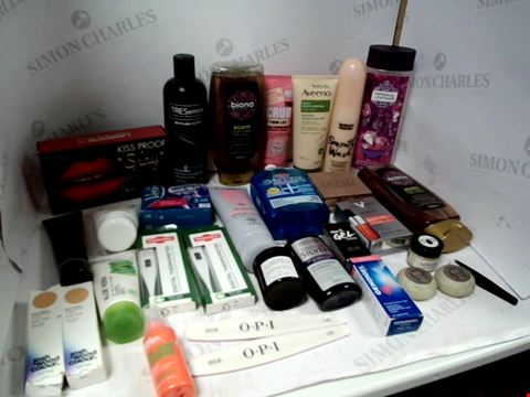 Lot 11075 LOT OF ASSORTED HEALTH & BEAUTY PRODUCTS TO INCLUDE: SHAMPOO & CONDITIONER, IMPERIAL LEATHER BATH SOAK, ASSORTED BATHROOM & COSMETICS PRODUCTS
