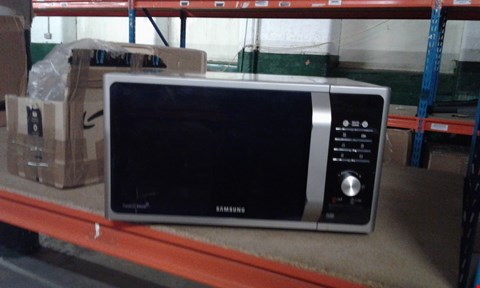 Lot 2104 GRADE 1 SAMSUNG SOLO MICROWAVE MS23F301TAS (CRACKED) RRP £149.99