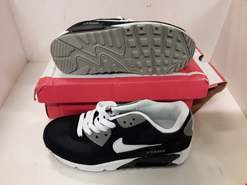 Lot 4117 PAIR OF DESIGNER TRAINERS IN THE STYLE OF NIKE AIR MAX 90 SIZE UK 4